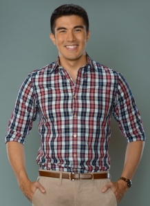Minute-to-Win-It-host-Luis-Manzano-2